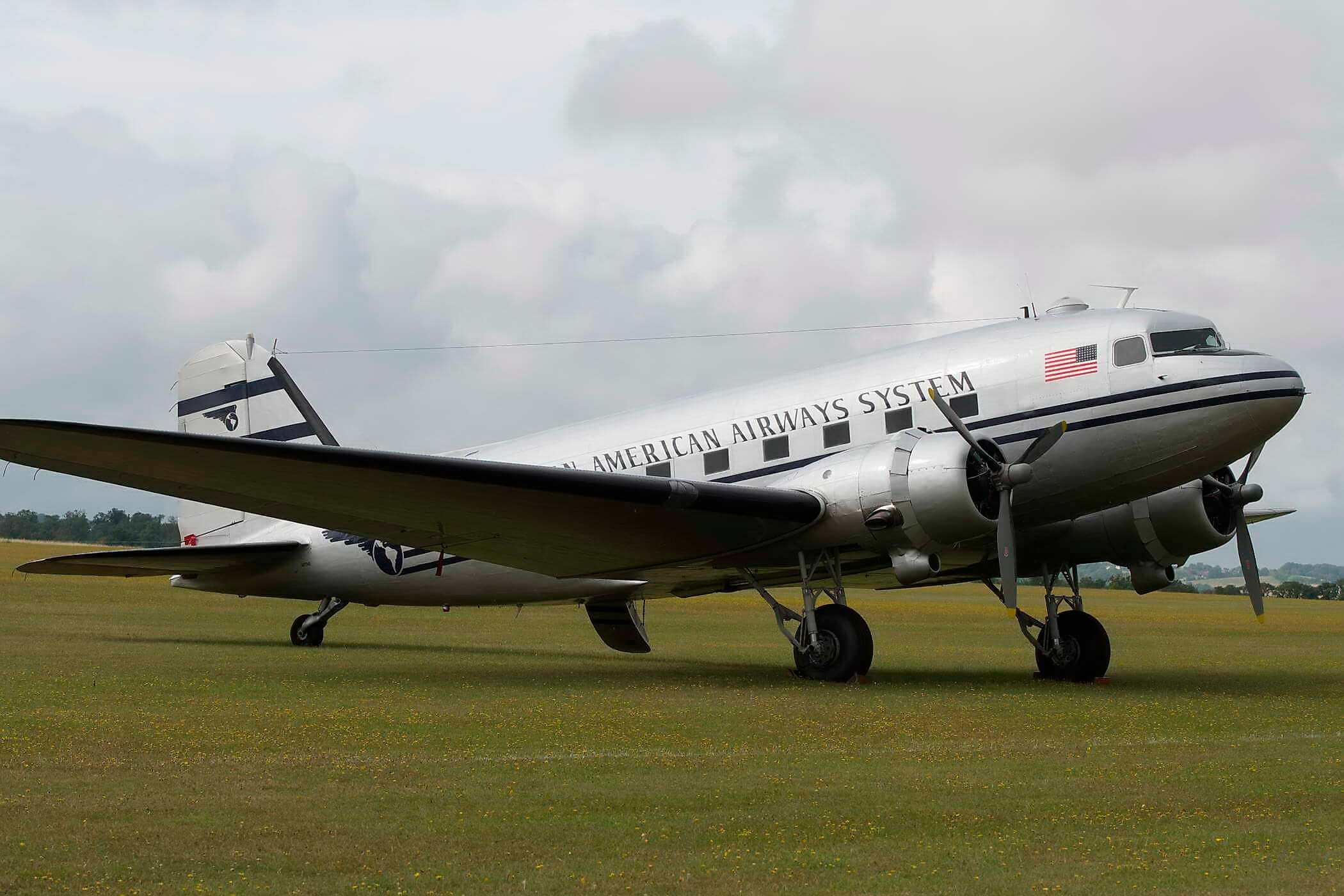 Douglas C47 (DC-3 Dakota (N877MG)