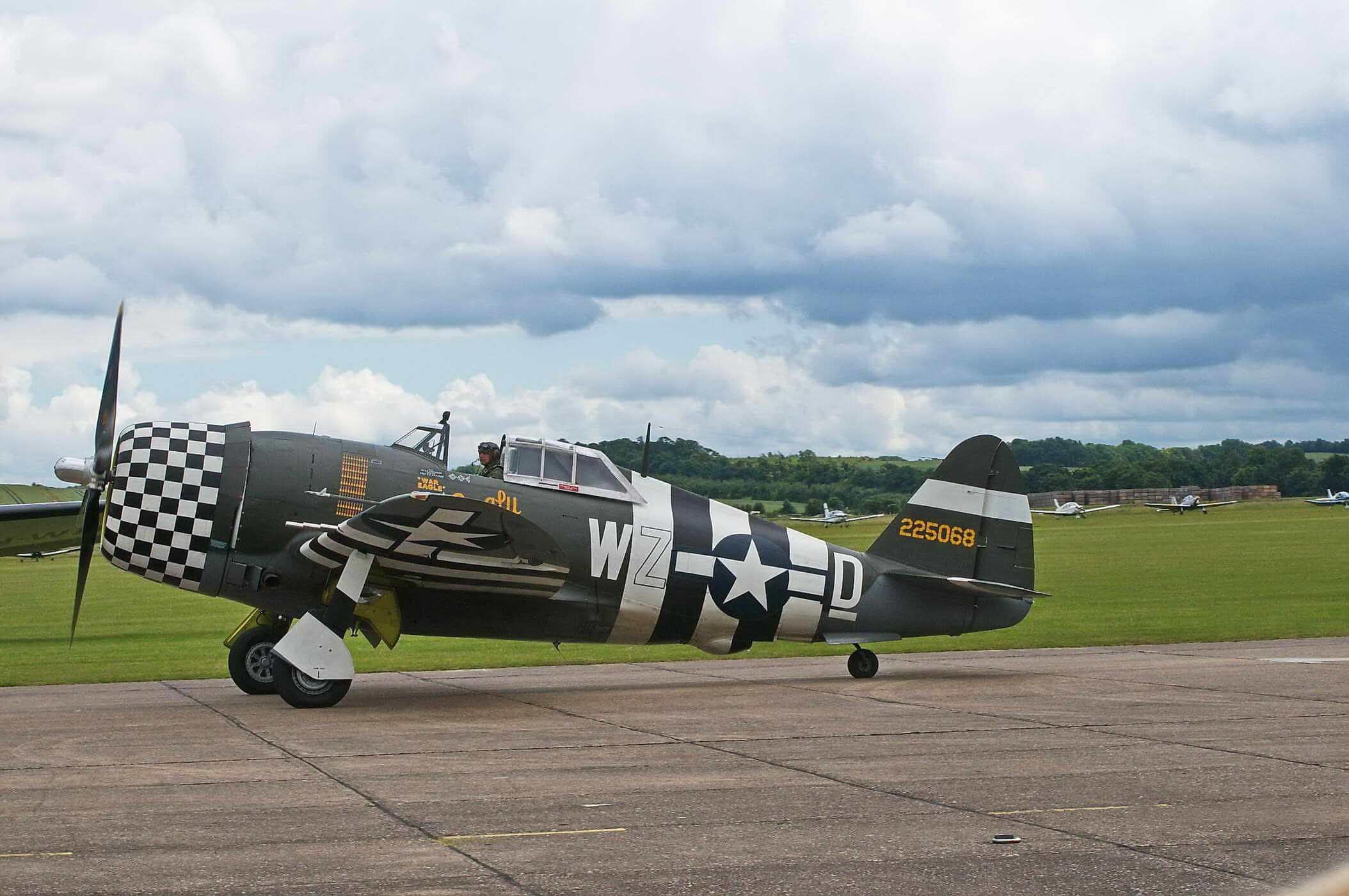 "Thunderbolt P-47D 42-74742 ""Snafu"")"