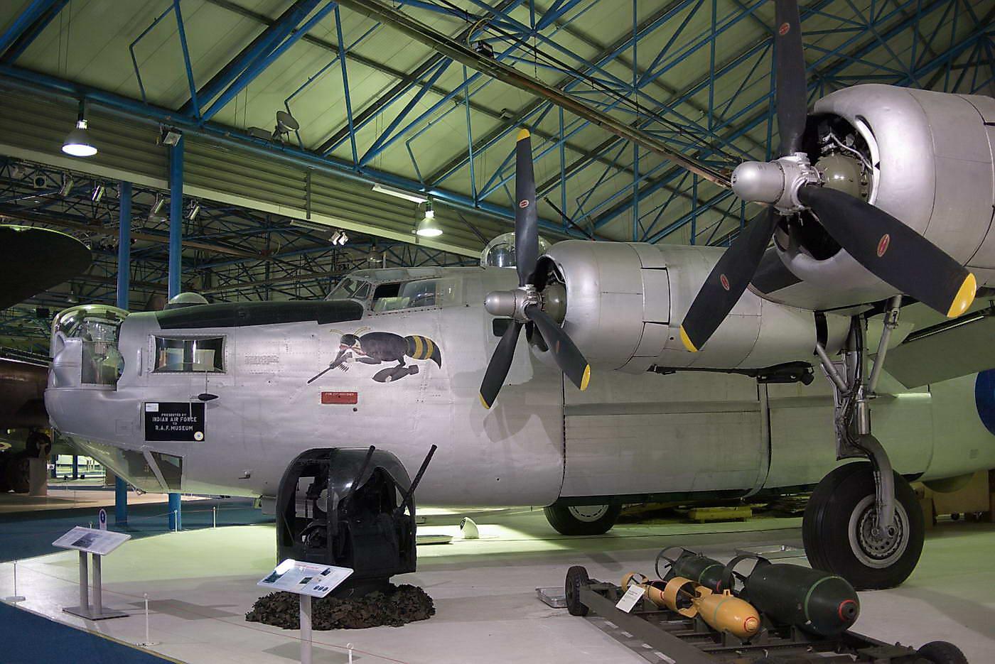 Consolidated B24L-20-FO Liberator