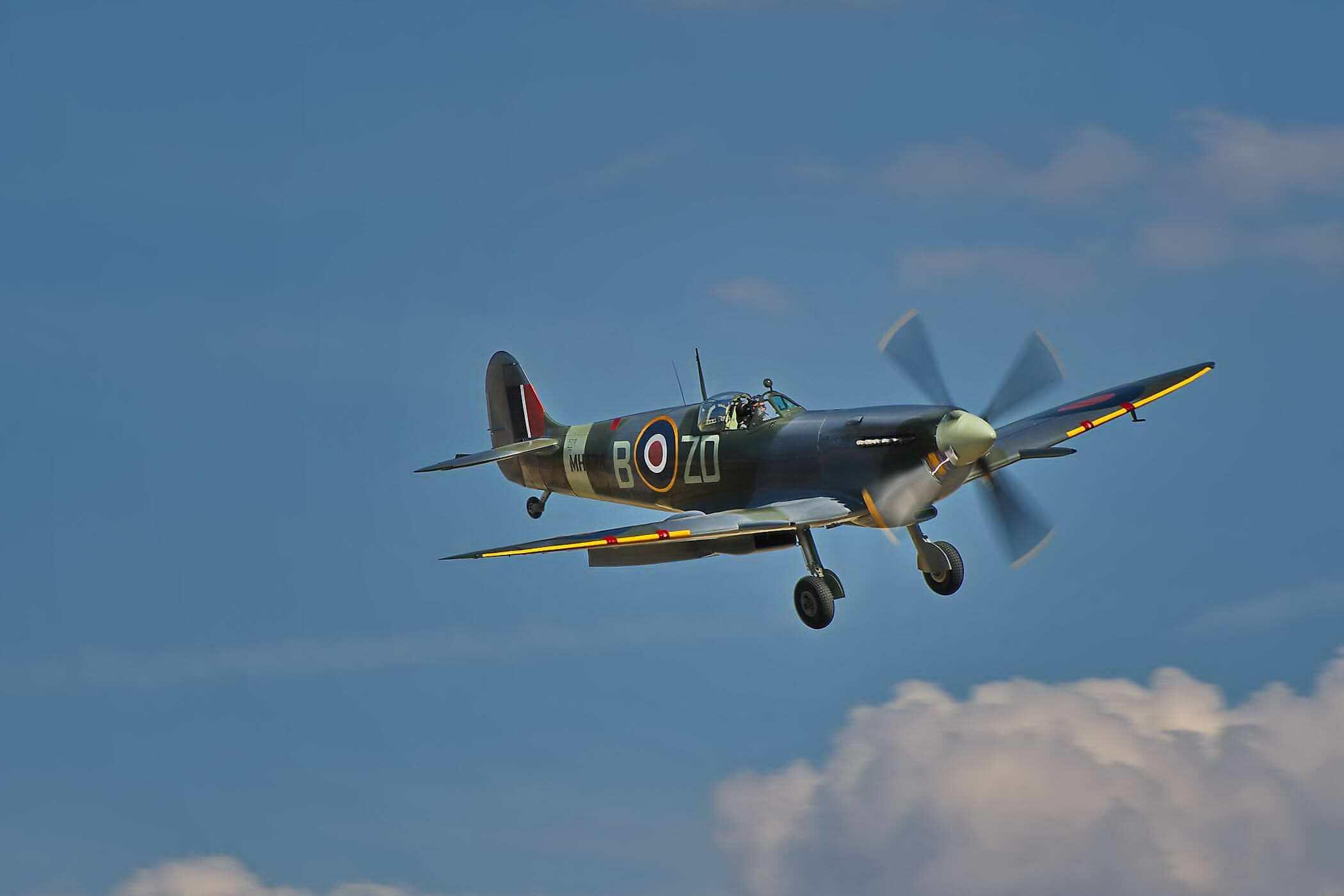 Spitfire F IX MH434_1