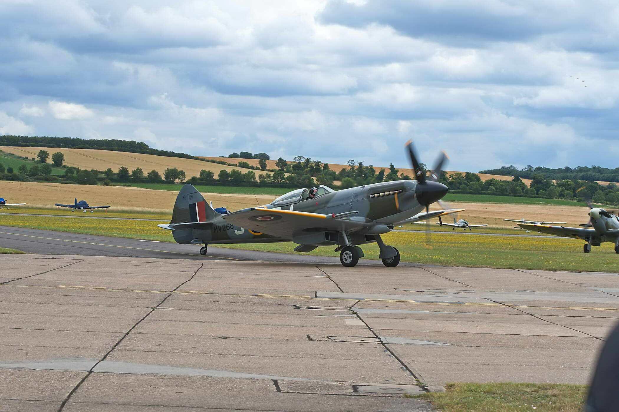 Spitfire FR XIVE Mv293_1
