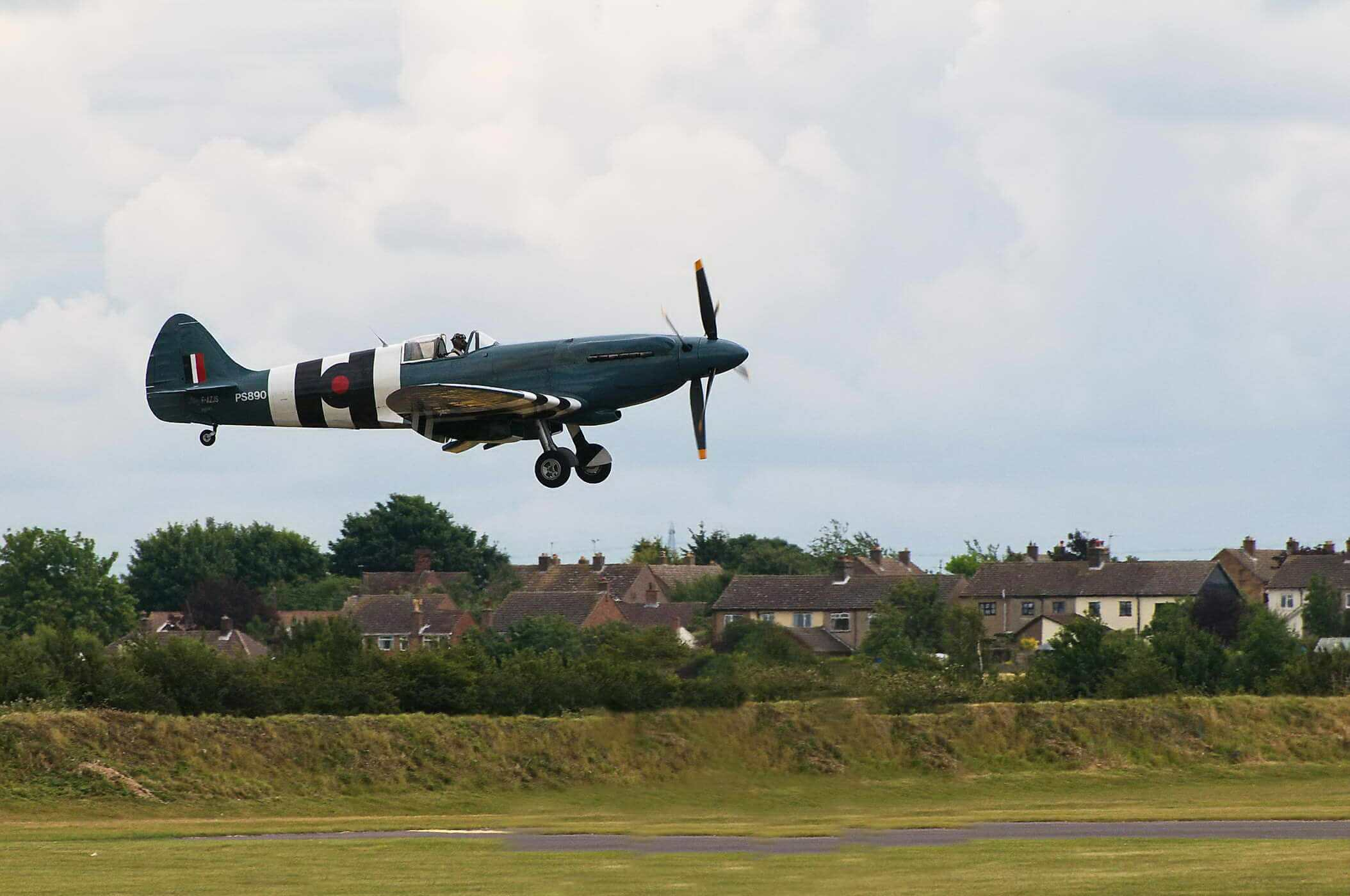 Supermarine Spitfire PR XIX PS890 - with contra-rotating propellers_2